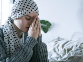 modląca się, chora osoba